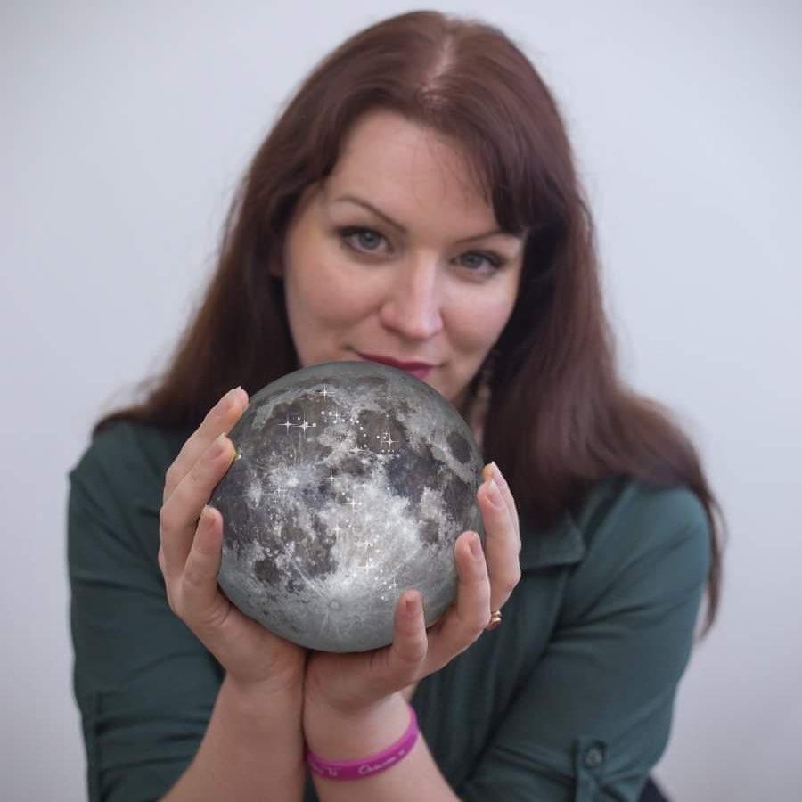 Nina a Měsíc